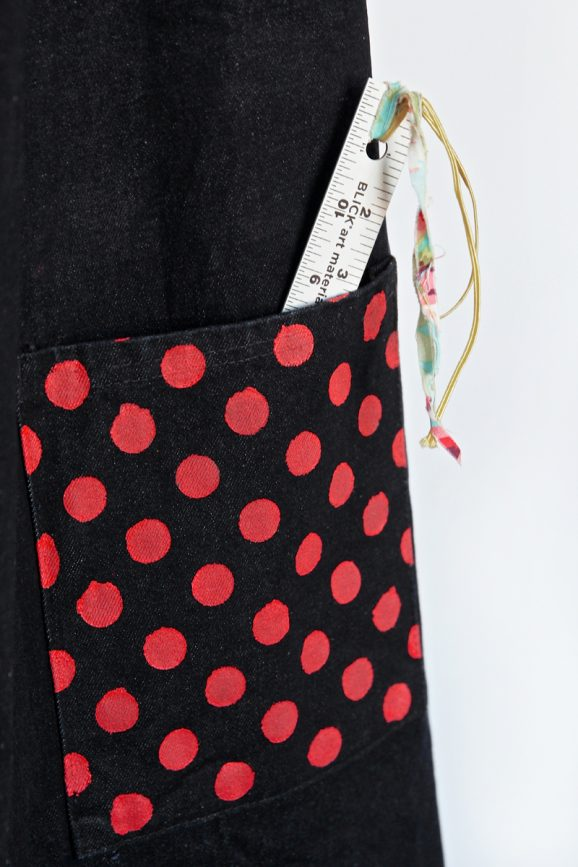 Tutorial for Polka Dot Bulletin Boards & Apron via @PagingSupermom #tulipforyourhome