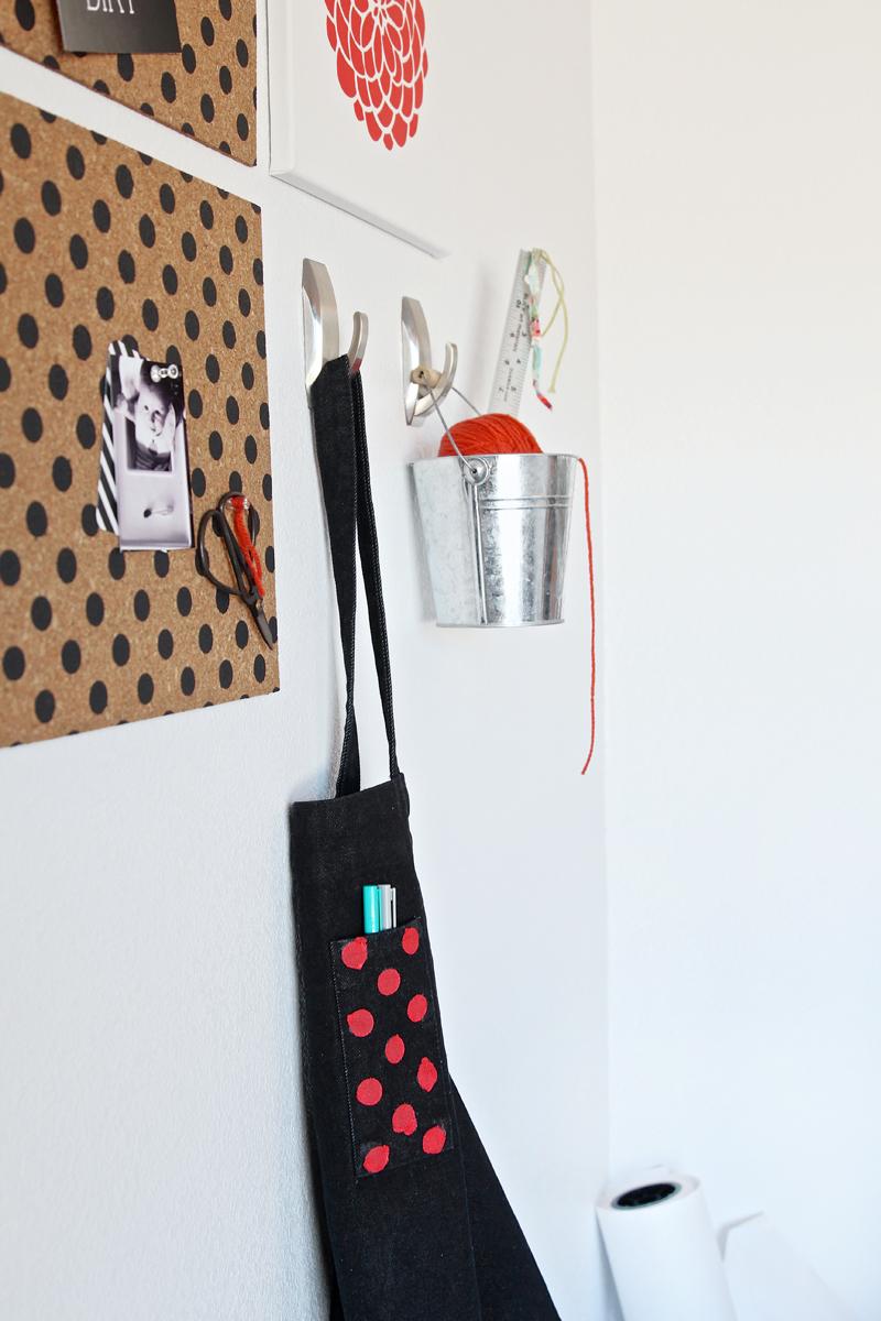 Tutorial for Polka Dot Bulletin Boards & Apron via @PagingSupermom #tulipforyourhome