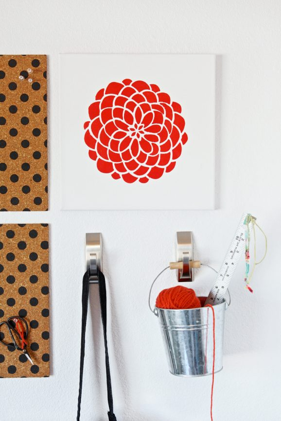Stenciled Canvas using #TulipForYourHome via @PagingSupermom