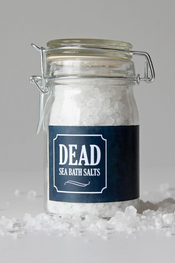 Dead Sea Bath Salts -- get the Free Printable Label and recipe to make this #Halloween gift via @PagingSupermom