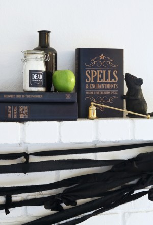 Free Printable Witch's Spell Book Covers for #Halloween via @PagingSupermom #freeprintables