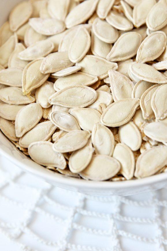 Do you know the shortcut for roasting perfect pumpkin seeds? via @PagingSupermom #Fall