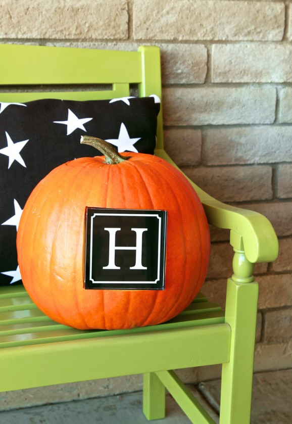 Put a monogram on your pumpkin -- this looks EASY!  Tutorial @PagingSupermom #shutterflydecor