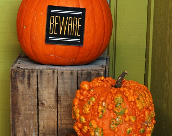 Easy Halloween Porch Decor + Shutterfly Giveaway