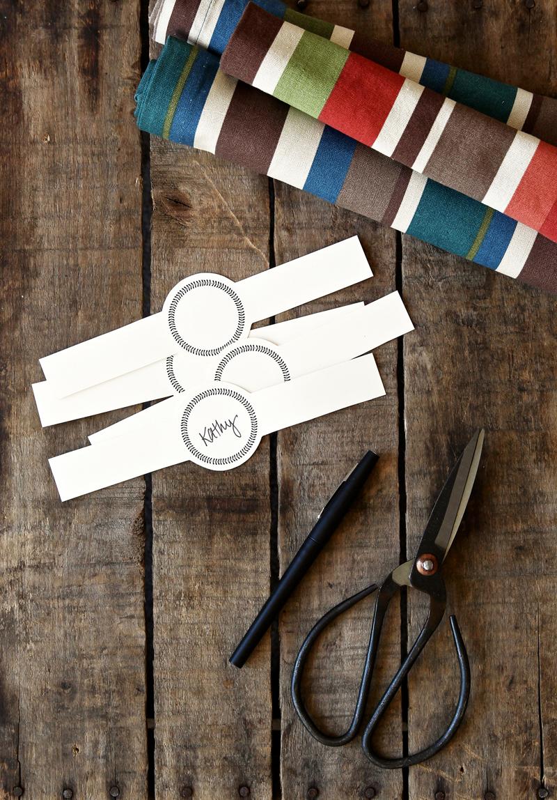 Free Printable Placecard Napkin Rings via @PagingSupermom #Thanksgiving