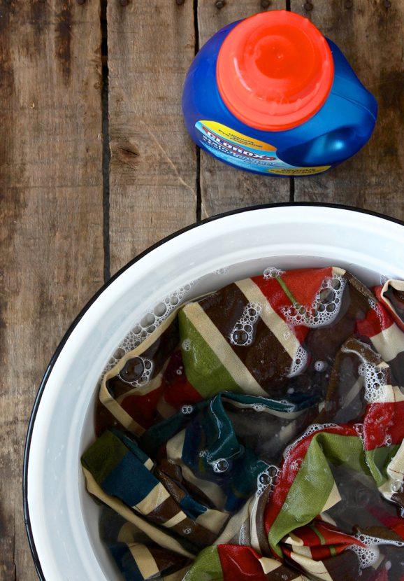 How to Pretreat Cloth Napkins via @PagingSupermom #Thanksgiving #CLorox2