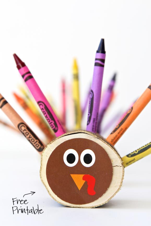 I want to make these adorable Crayon Turkeys for #Thanksgiving. Free printable via @PagingSupermom