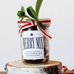 Pumpkin Seed Trail Mix Recipe and #FreePrintable label to make neighbor gifts via @PagingSupermom