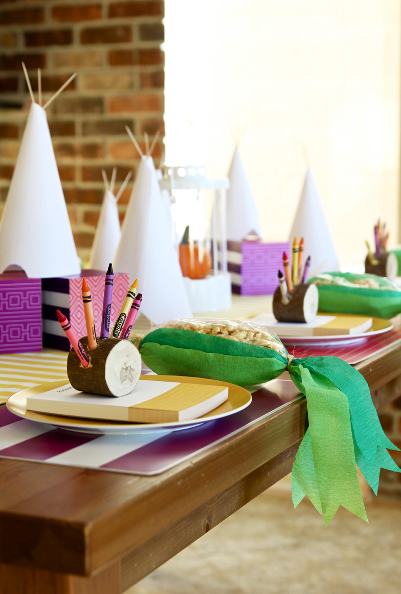 Mod Tribal Thanksgiving Kids Table with free downloads from @PagingSupermom #ShutterflyDecor