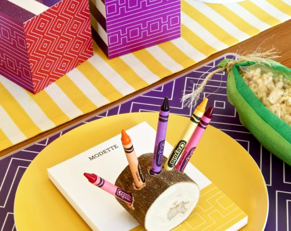 Personalized Notepads make fabulous Placecards for a Thanksgiving Kids Table free downloads via @PagingSupermom