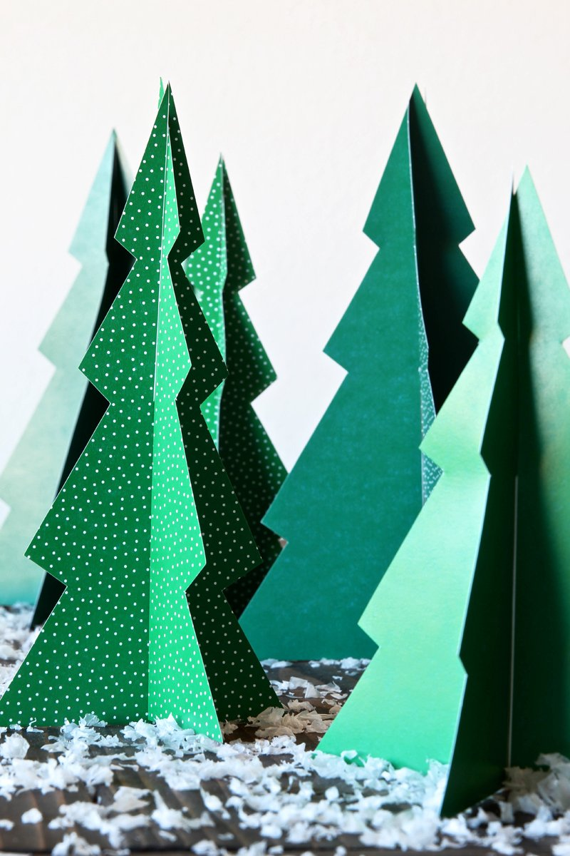 3-D Paper Christmas Trees make and easy Christmas Table Runner or would look great on a Christmas Mantle