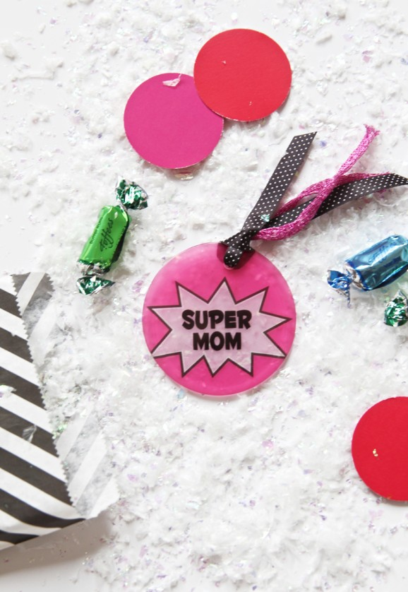 Supermom Ornaments made with @Shutterfly via @PagingSupermom #ShutterflyHoliday