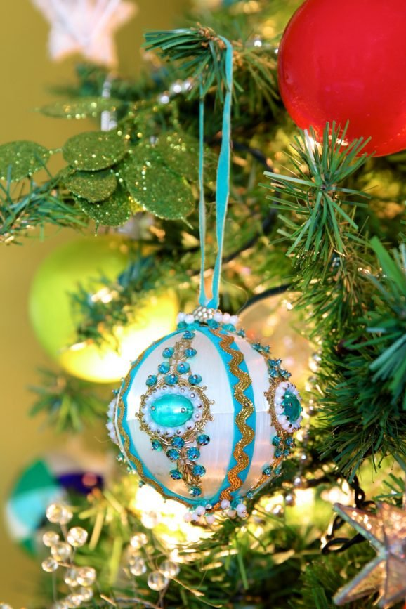 Heirloom Ornament via @PagingSupermom
