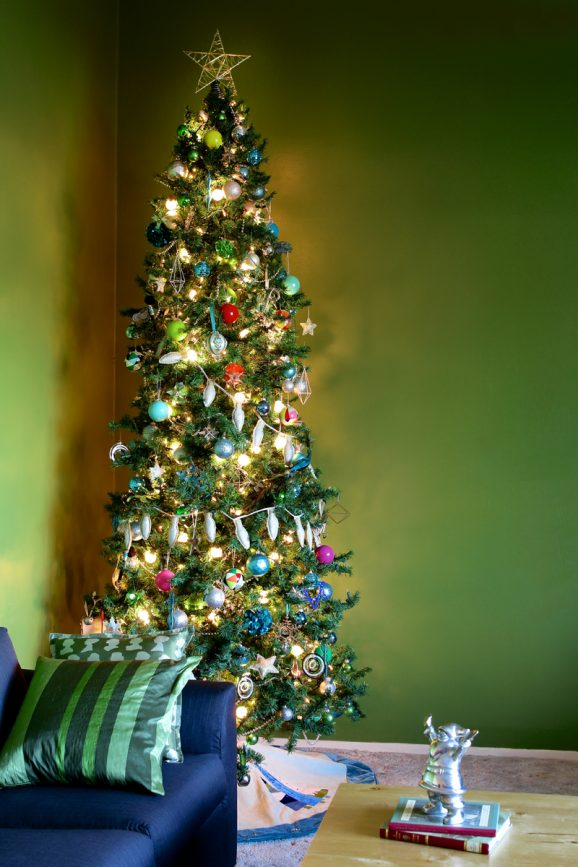 A Beautiful Family Christmas Tree via @PagingSupermom