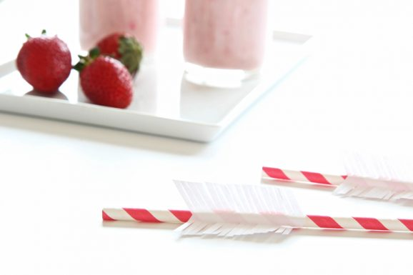 Make Cute Cupids Arrow Straws easy DIY via @PagingSupermom