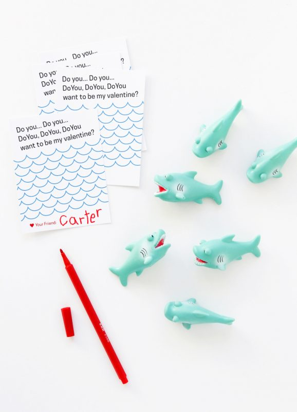 Free printable shark class valentine from @PagingSupermom
