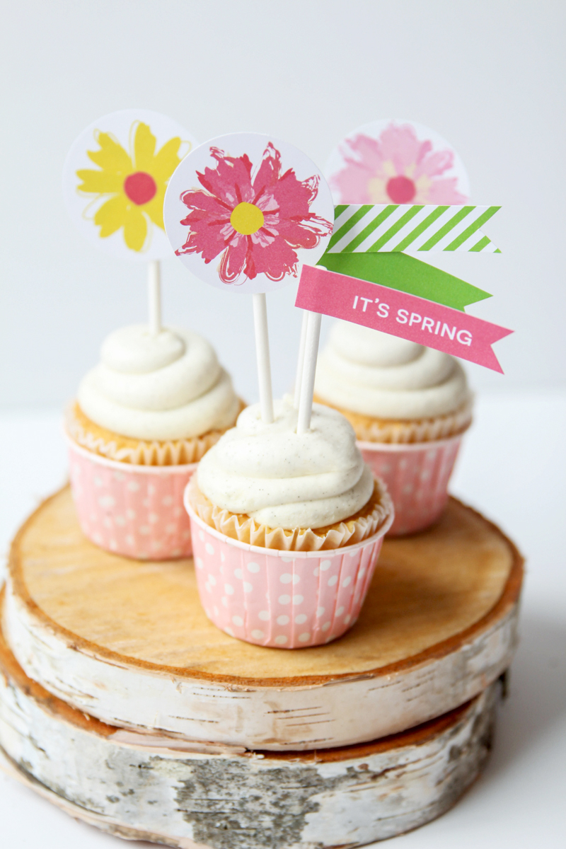 """Love these Spring """"Bloom"""" Free Printable Party Flags and Toppers via @PagingSupermom"""