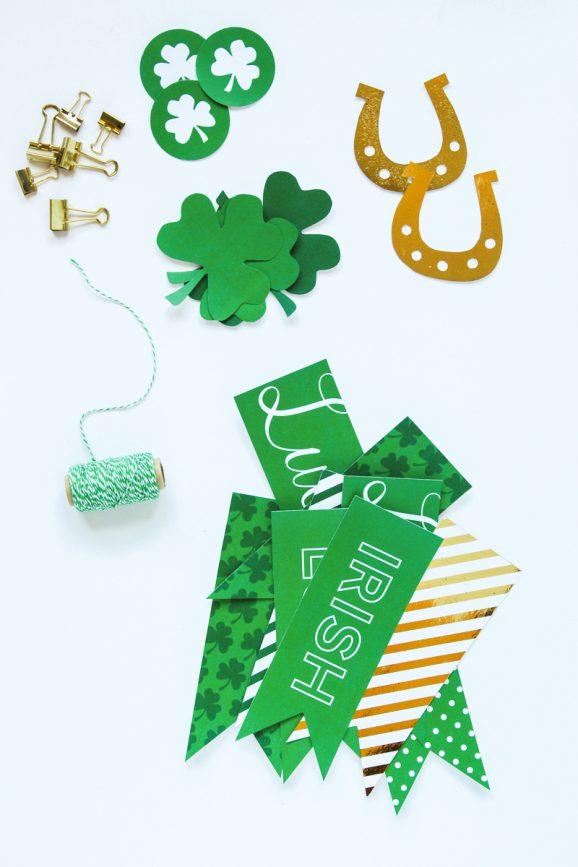 Free Printable St. Patrick's Day Banner via @PagingSupermom
