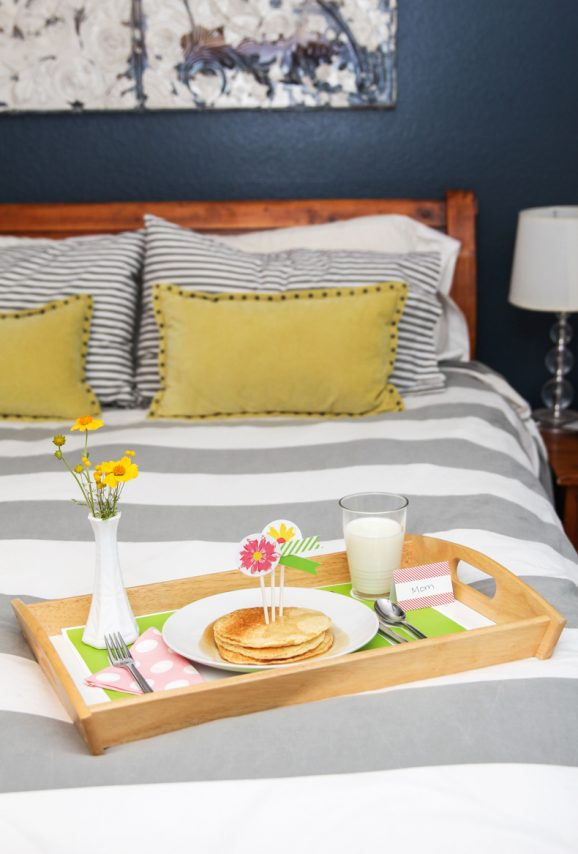 Love this Cute Free Printable Breakfast in Bed Kit for Mother's Day from @PagingSupermom