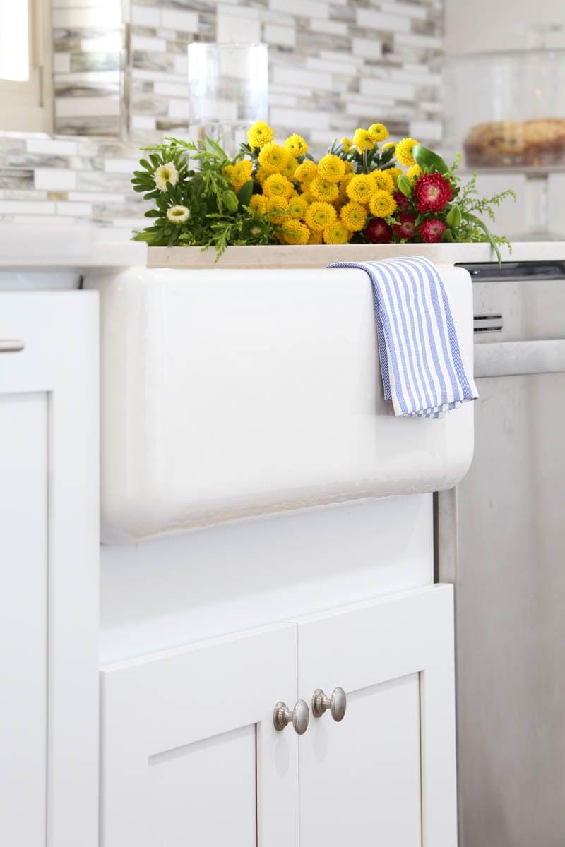 Kohler Cast Iron Apron Front Sink via @PagingSupermom