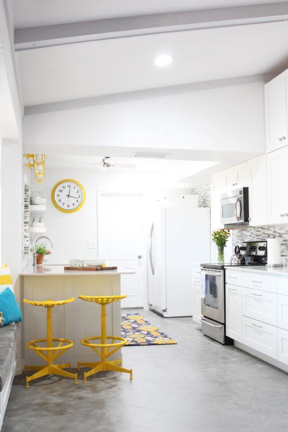 @PagingSupermom Bettijo's new KraftMaid Kitchen is so fun!