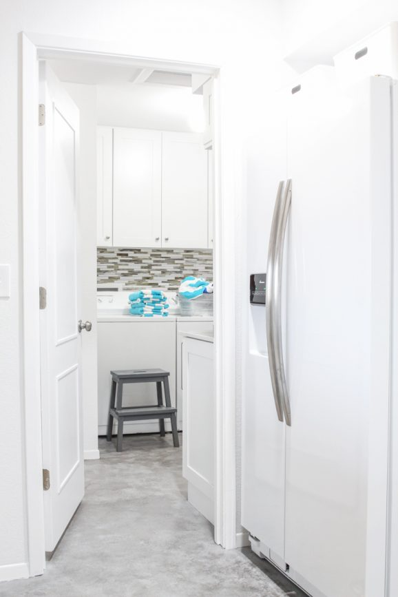 Such a bright and cheerful laundry room!