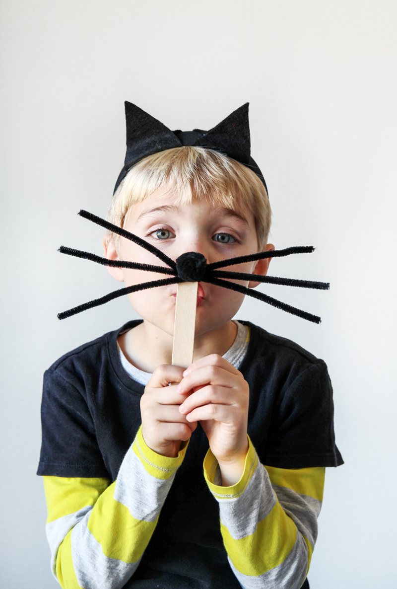 Easy Black Cat Costume via @PagingSupermom