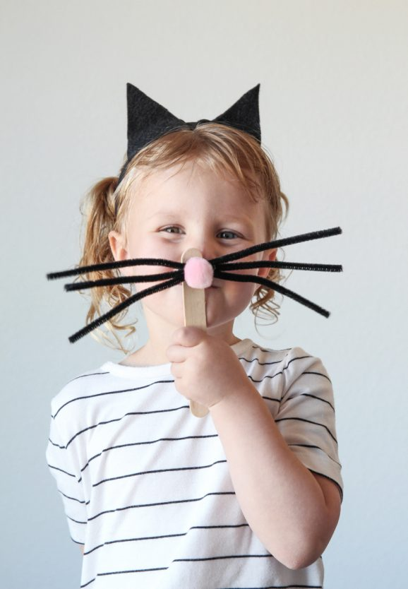 Easy Cat Costume via @PagingSupermom