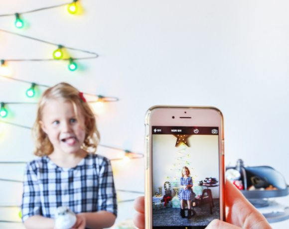Make a Glowing Holiday Photo Booth