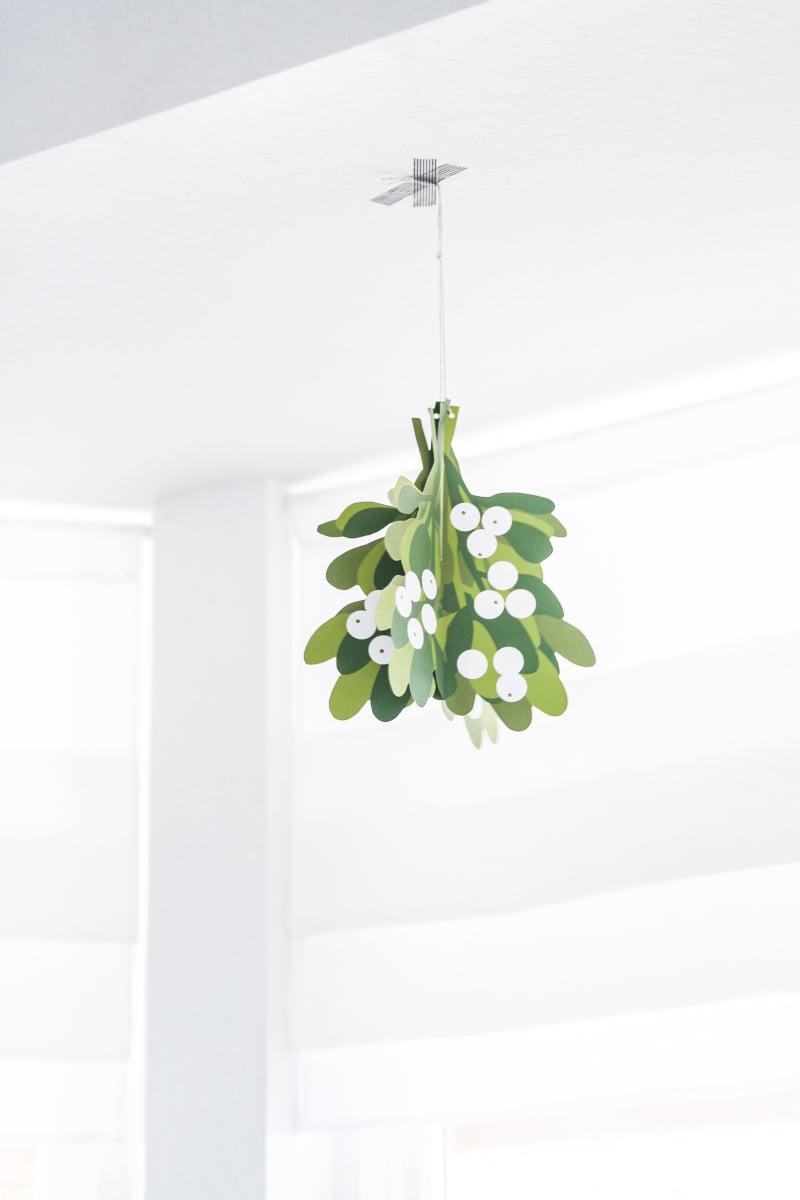 Free Printable Christmas Decor Mistletoe from @PagingSupermom