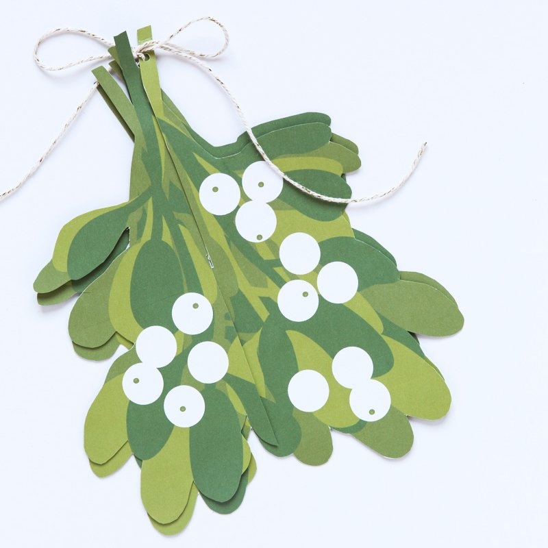 make an easy mistletoe ball paging supermom