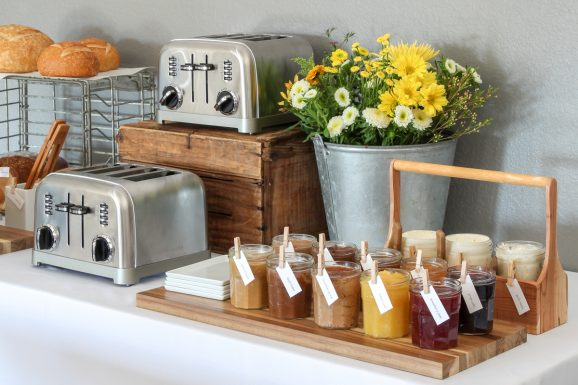 How to Host a Toast Bar via @PagingSupermom