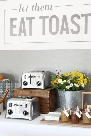 How to Host a Toast Bar via @PagingSupermom