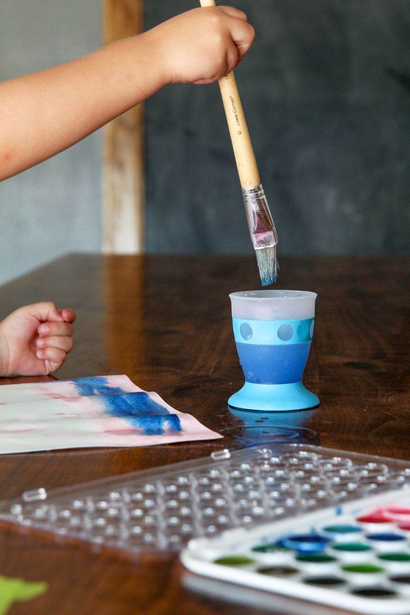 Love these @munchkin No-Tip Cups for watercoloring with kids via @PagingSupermom