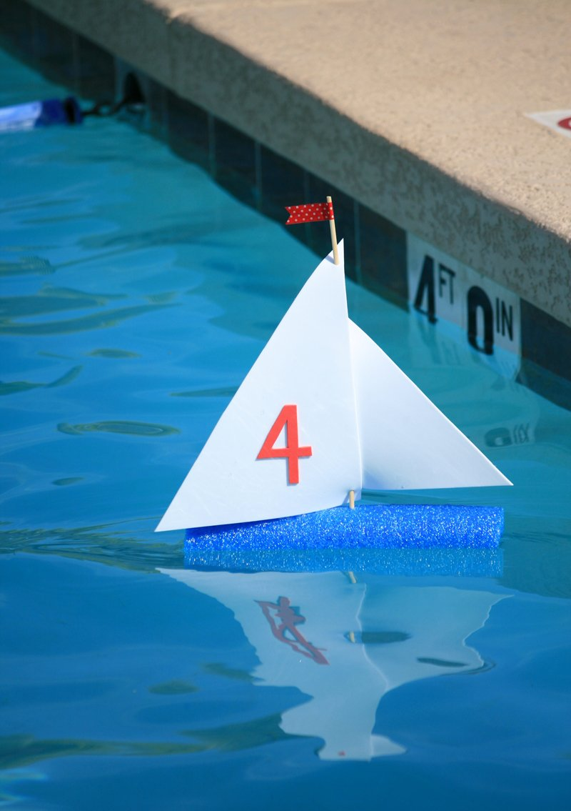 Make a Sailboat with a Pool Noodle & Craft Foam #summer #kidscraft
