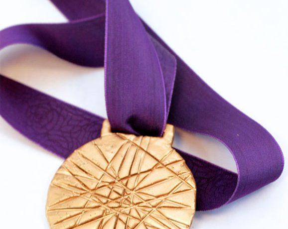 Make an Olympic Gold Medal via @PagingSupermom