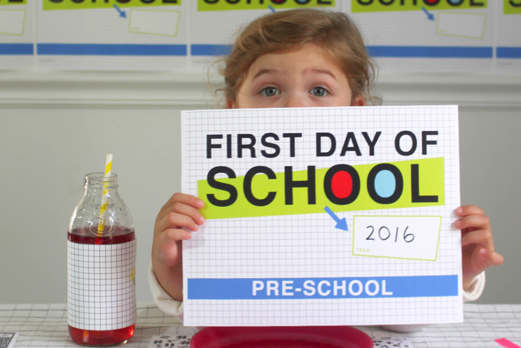 Love these colorful First Day of School Photo Signs from @PagingSupermom