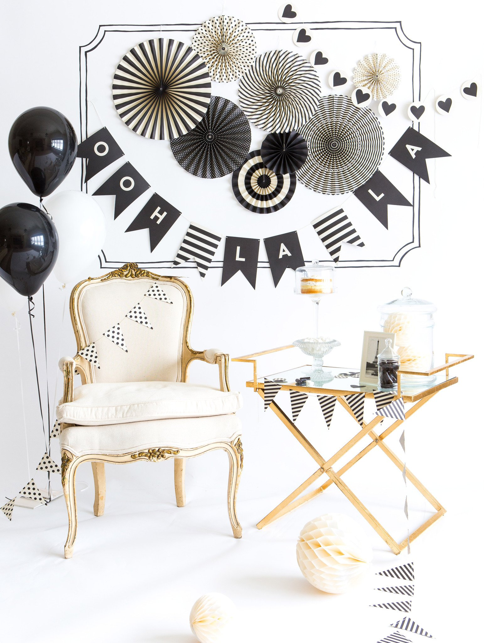 How cute is this versatile Black & White Party Decor from My Minds Eye via @PagingSupermom