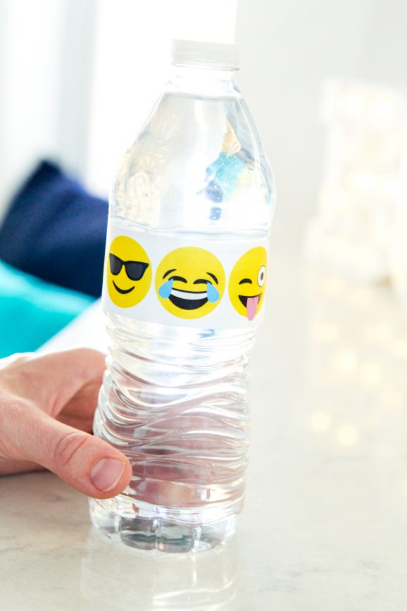 Love this Emoji Water Bottle Wraps -- so many great Emoji Party Ideas in this post @PagingSupermom