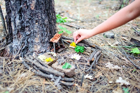 Fairy House Ideas - great outdoor activity for kids to make while camping in the forest via @PagingSupermom