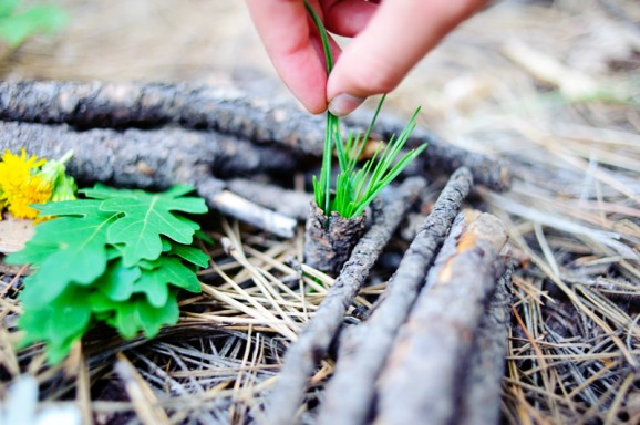 how to make fairy houses in the forest via @PagingSupermom