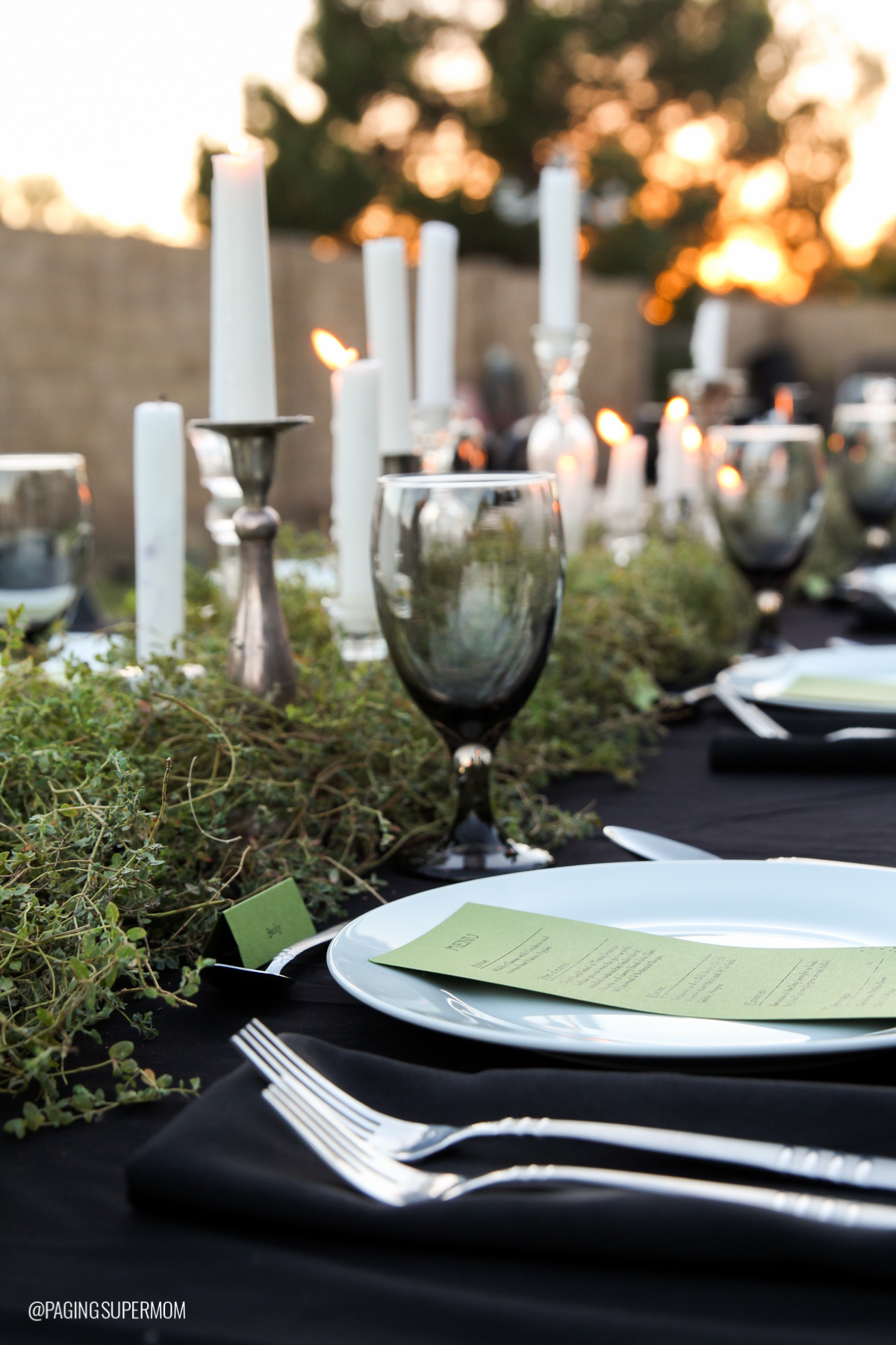 Witch Party Ideas: Love this Green Weed Table Runner from Bettijo's long Halloween Dinner Party table via @PagingSupermom