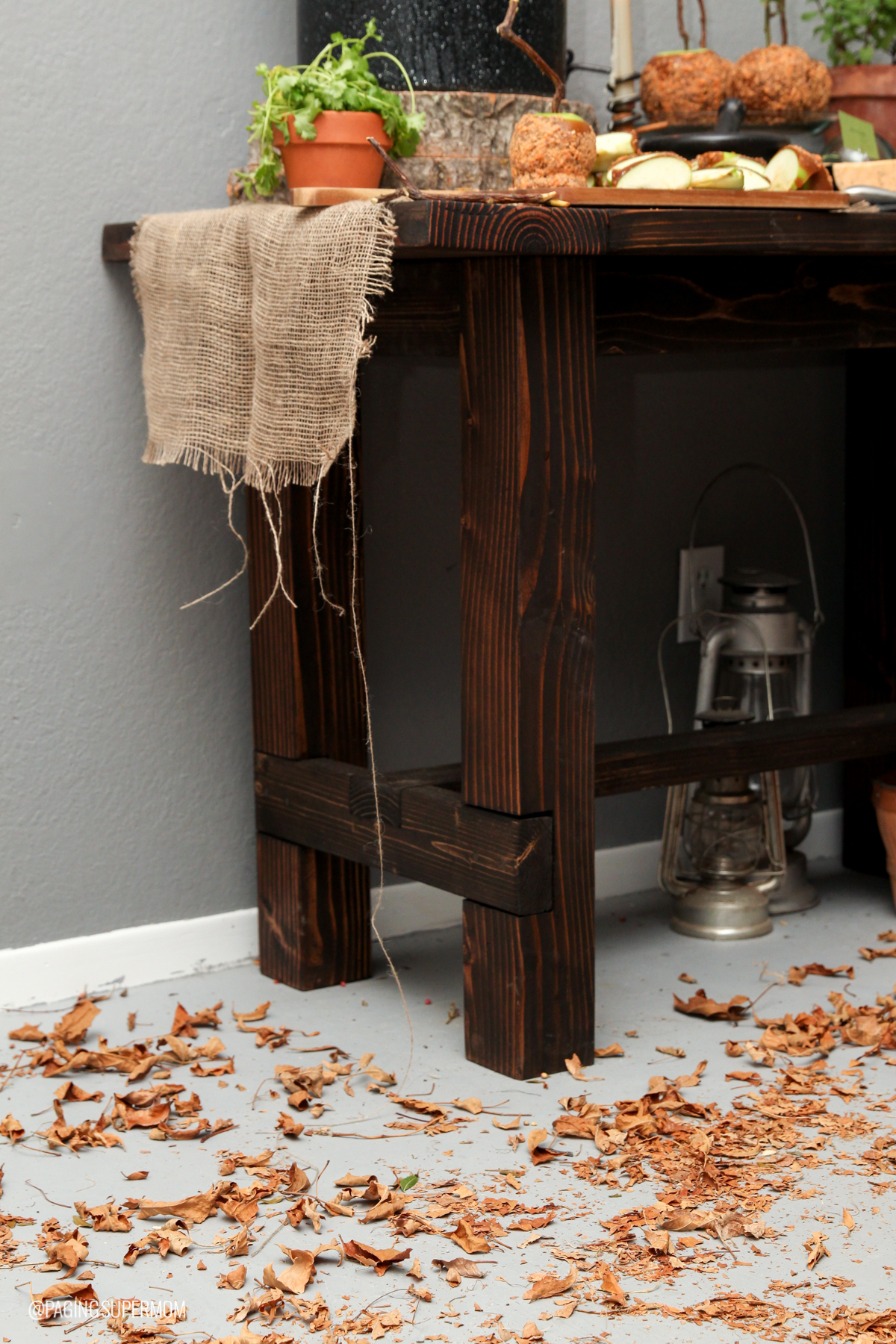 Witch Party Ideas: Cover the floor with fall leaves to bring the outdoors in via @PagingSupermom