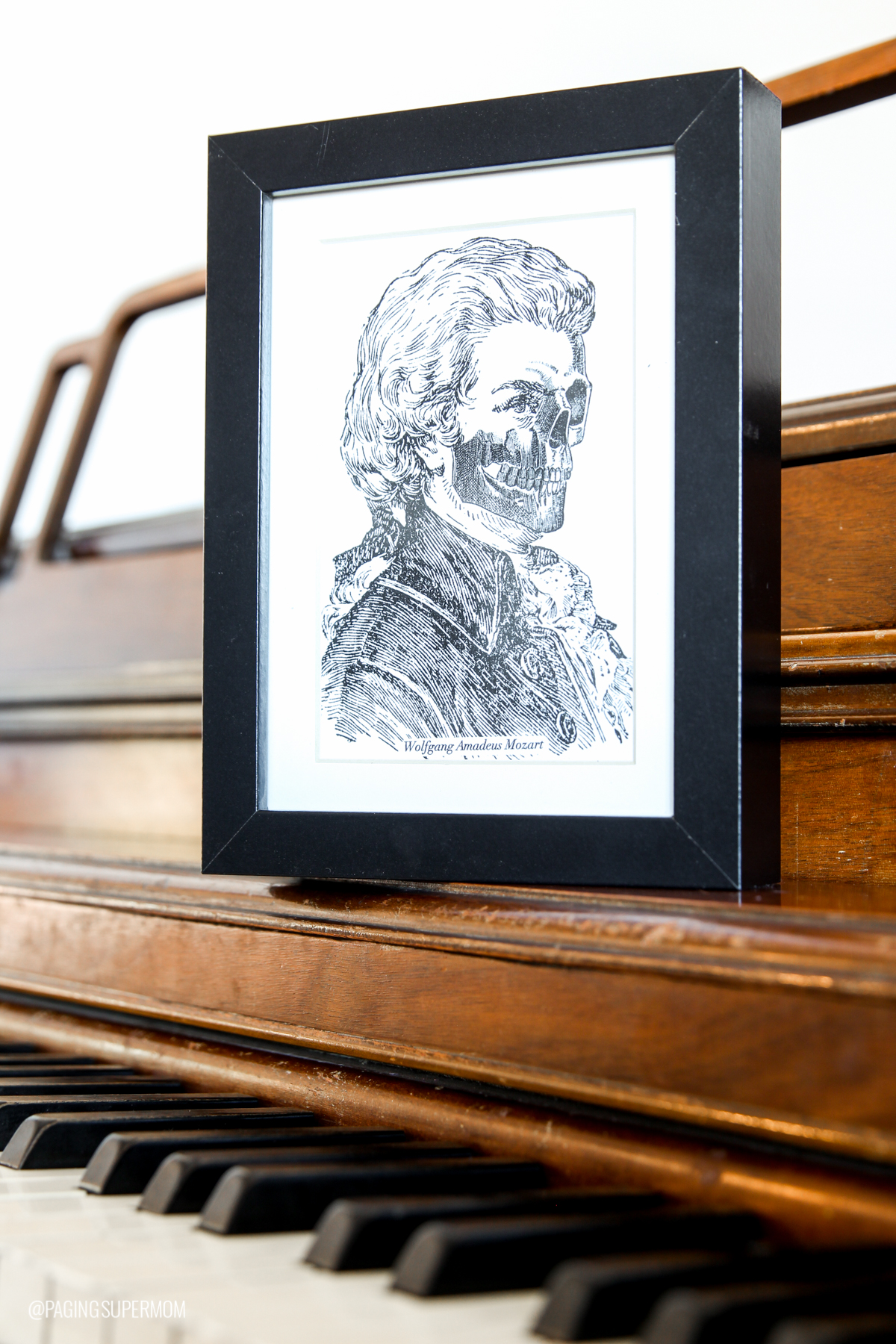 Free Halloween decor prints - Zombie Composers Beethoven and Mozart - free prints from @PagingSupermom