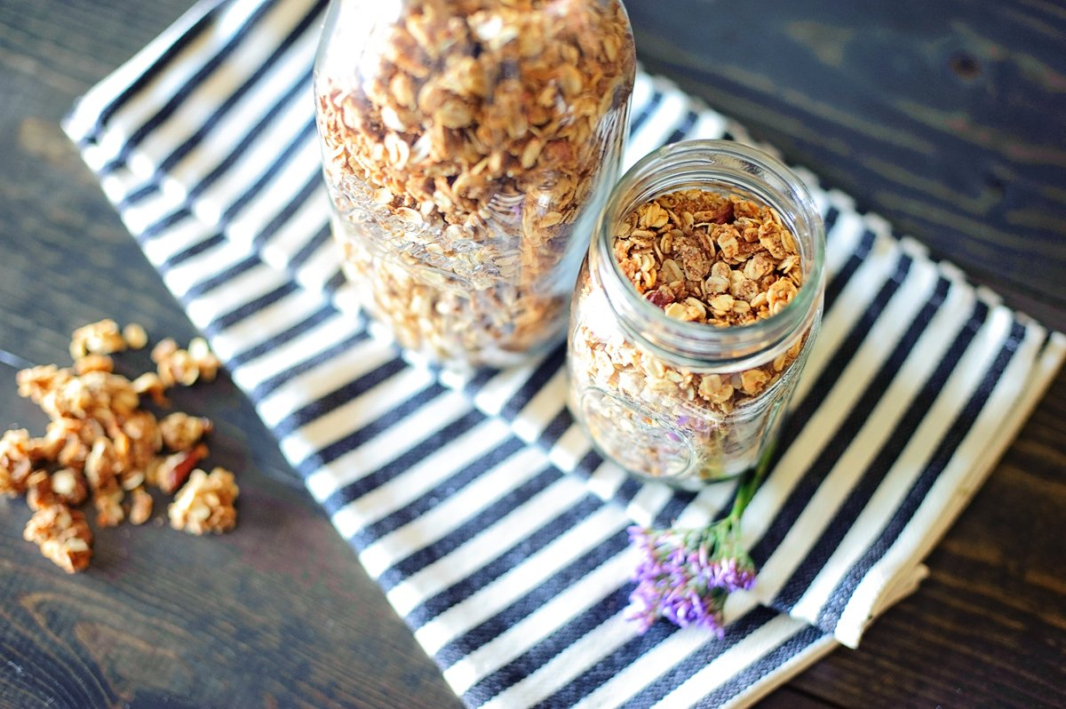 How to Make Healthy Granola Recipe via @PagingSupermom