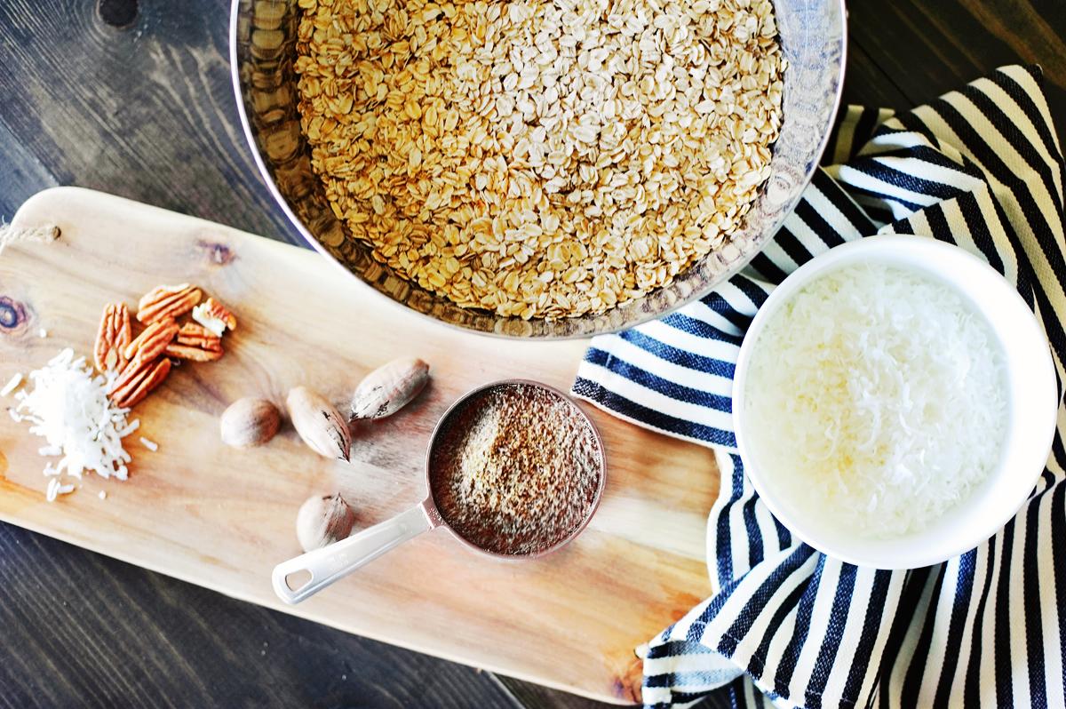How to Make Granola - healthy and homemade recipe via @PagingSupermom