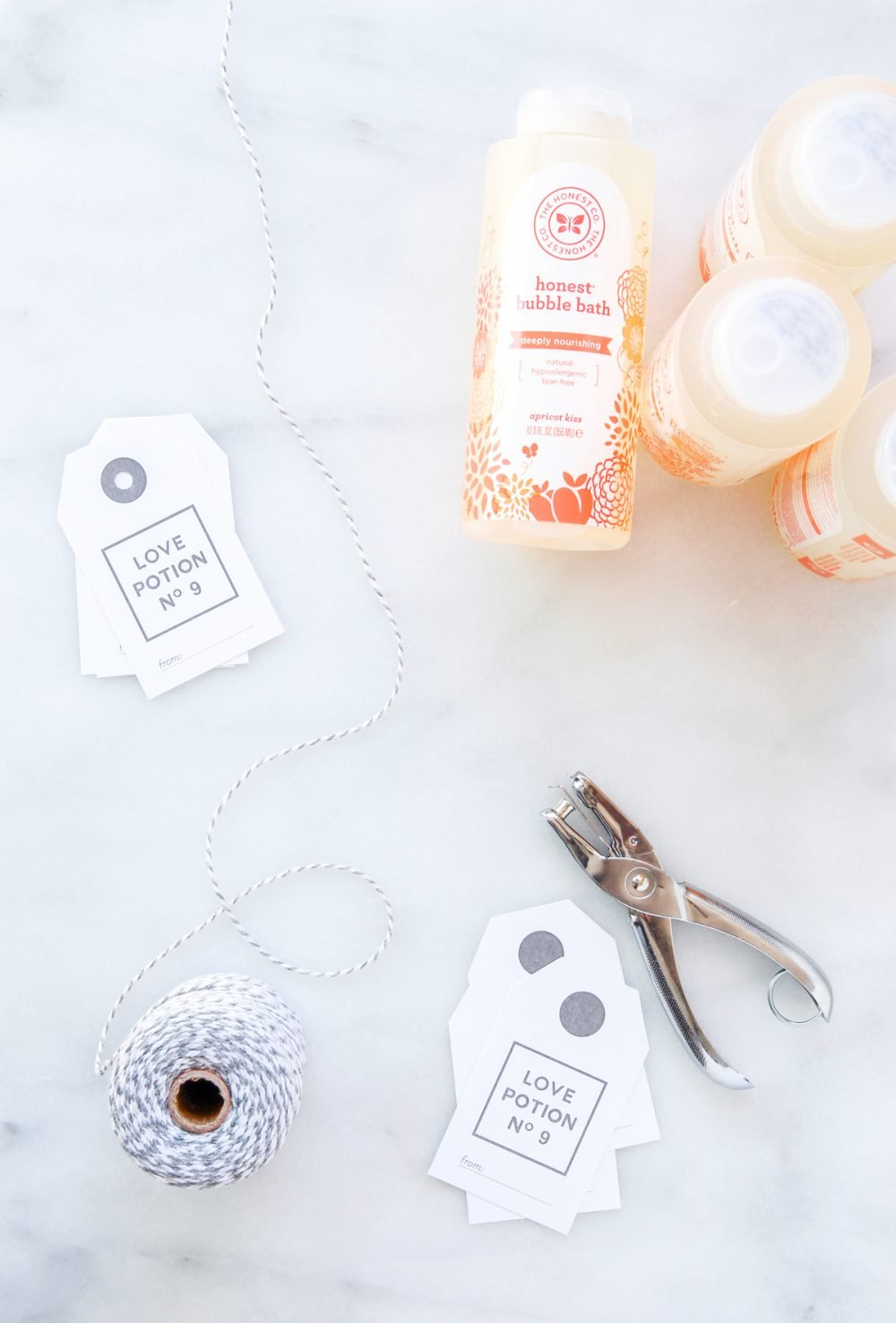 Love Potion No. 9 Valentines Gift Tags -- download the free printable and tie onto just about anything via @PagingSupermom