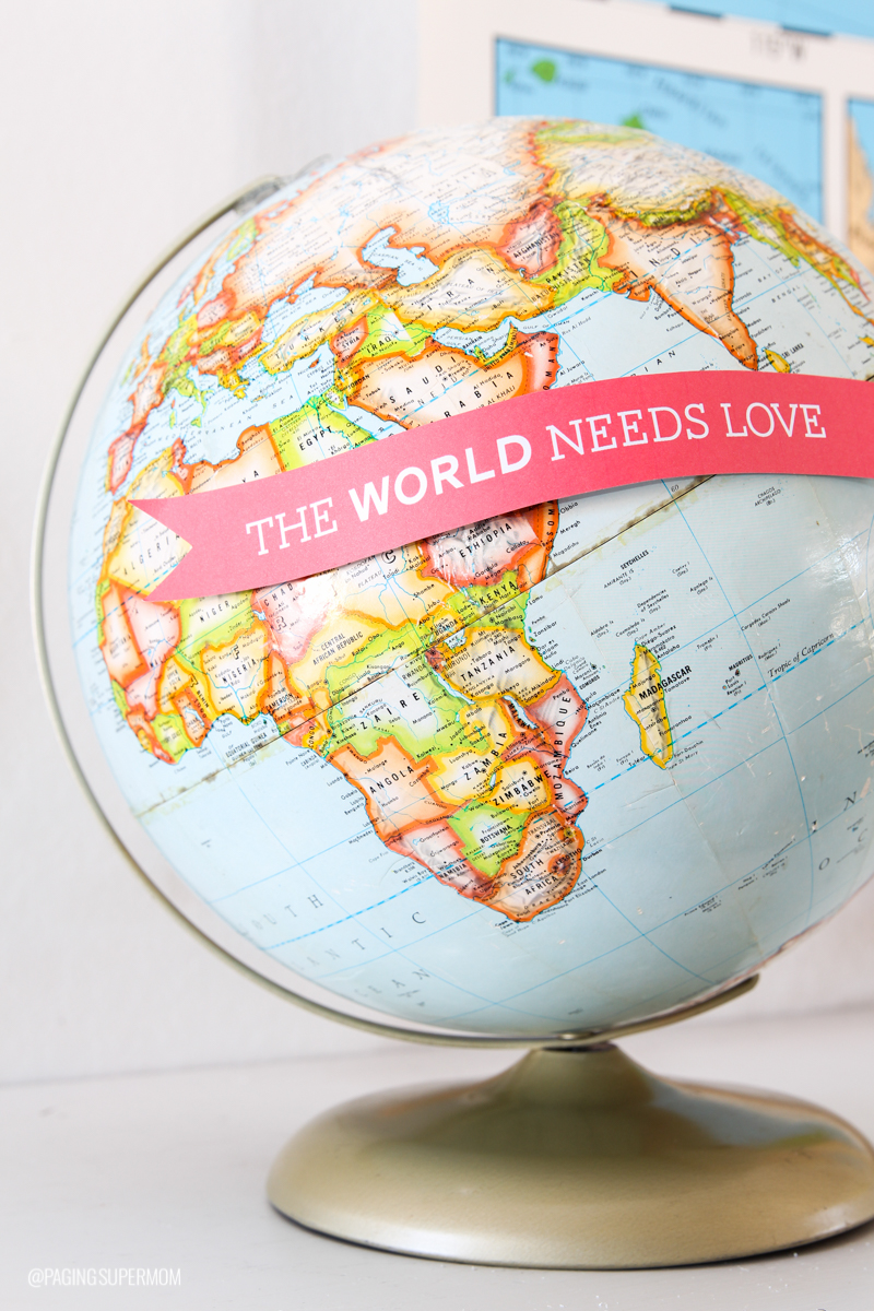 Create this Globe Banner for some Easy Valentine's Decor with the free printable template from @PagingSupermom