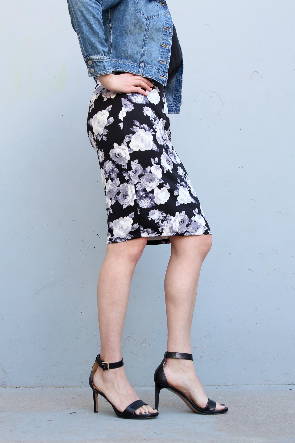 How to Wear a Floral Skirt via @PagingSupermom
