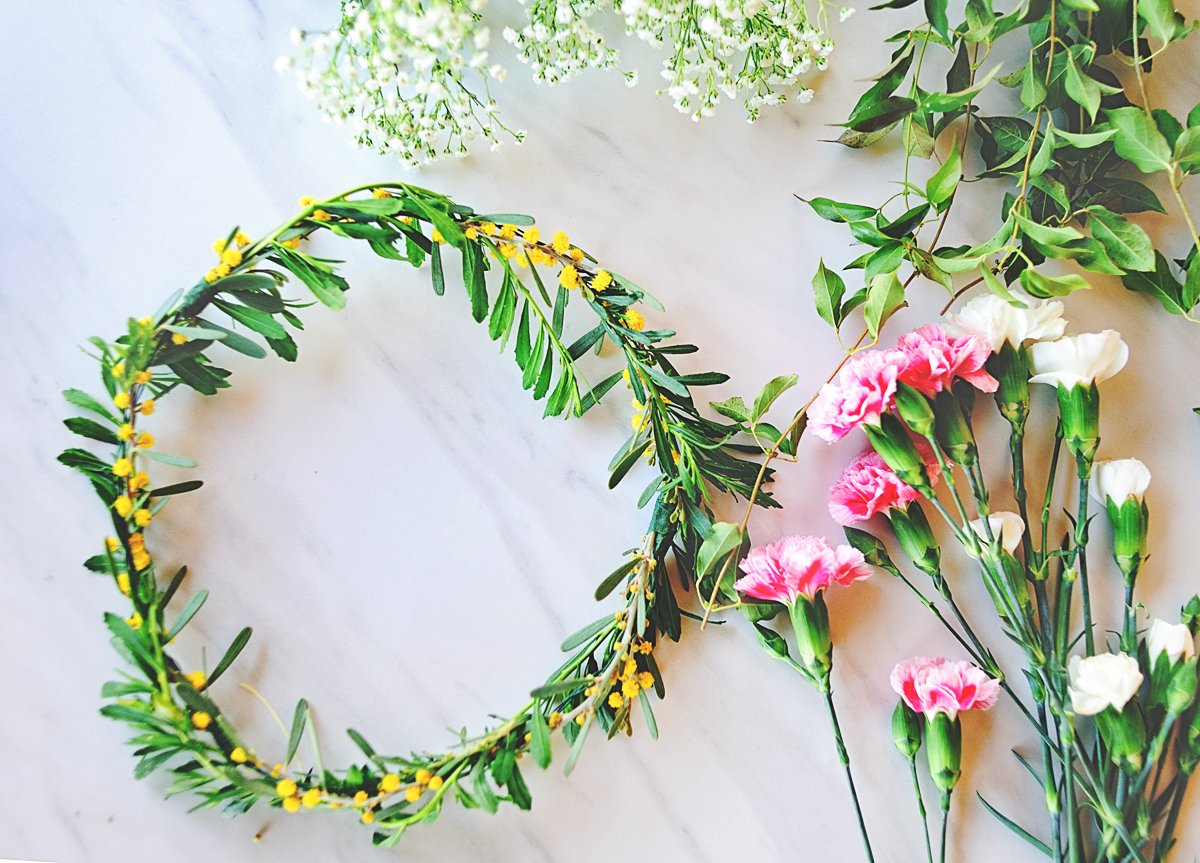 Flower Crown Tutorial -- how to make easy flower crowns @PagingSupermom